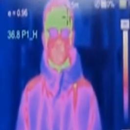 Immagine fusion mediante sovrapposizione artificiale della ripresa termica e visibile in un'inquadratura unica per controllo temperatura e dettagli della scena contempoeraneamente a schermo e sul display lcd